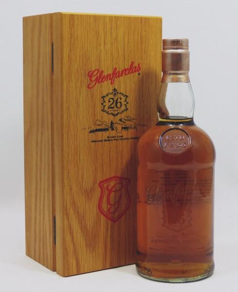 Glenfarclas 26 years b. 2015 for Taiwan Market Woodenbox